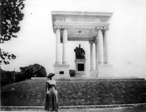 monument-to-woman-of-the-southern-confederacy-without-top